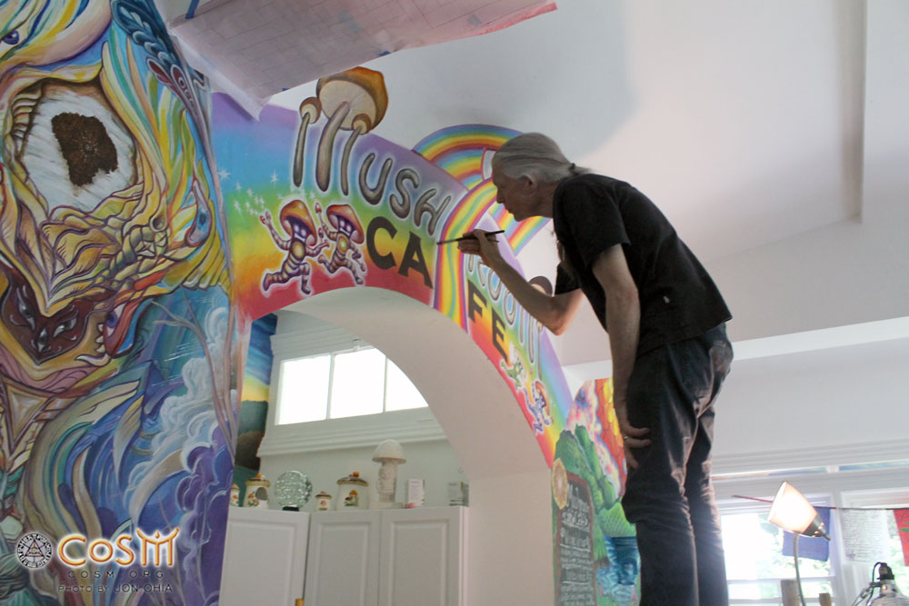 alex-grey-live-painting-the-mushroom-cafe-mural